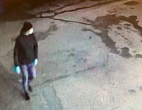 ETTERLYSER: Politiet leter etter denne mannen etter innbruddet på Shell Stavsjø tidligere denne uka.