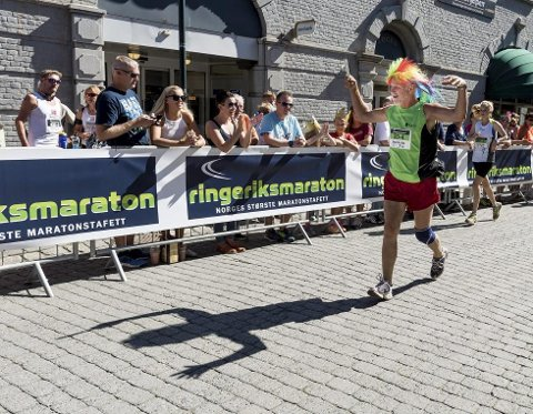 Feststemt deltager under årets Ringeriksmaraton.