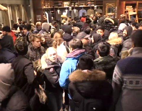 FJORÅRET: Slik så det ut det under Black Friday på Strømmen storsenter i 2018. Likevel mener senterlederen det skal gå helt fint i år.
