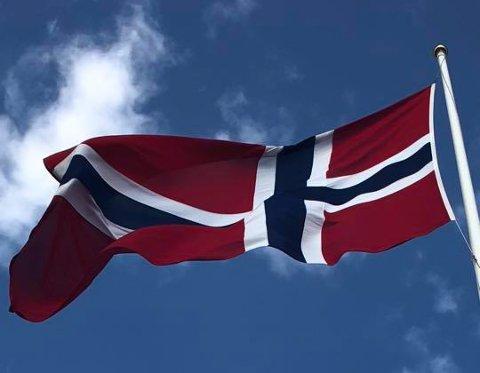 UTLYSER: Asker kommune trenger frivillige til å bidra med heising av flagg på flere kommunale flaggstenger.