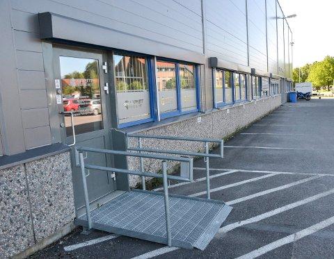 APOTEKUTSALG: Apoteket til Komplett Group på Østre Kullerød i Sandefjord het i begynnelsen Komplett Apotek. Nå er navnet Farmasiet.