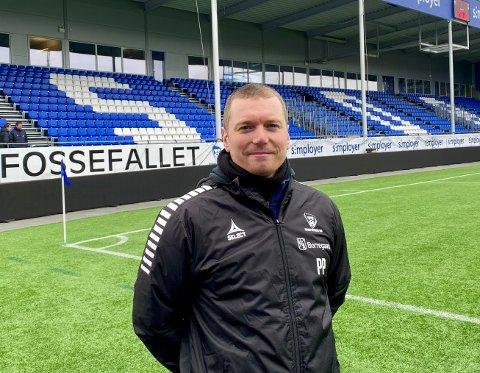 DØDBALLTRENER: Sarpsborg 08s nye dødballtrener Patrik Persson var på plass på Sarpsborg stadion da A-troppen spilte internkamp lørdag formiddag.