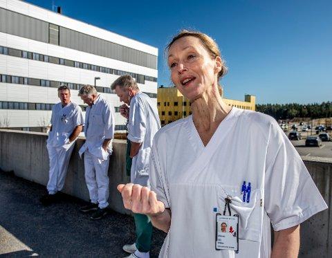 – Dette er et viktig signal om at vi er i en ny fase, sier Hege Gjessing, administrerende direktør på Sykehuset Østfold, om at beredskapsnivået senkes.