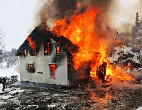 ØVELSE: Her går huset opp i flammer
