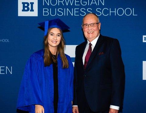 BEST AV 1000: Maria Anette Wittingsrud vant diplomet for beste student blant 1000 på økonomi og administrasjonsstudiet på BI. Dermed går hun i fotsporene til søsteren Vilde, som fikk samme æresbevisning i 2017.
