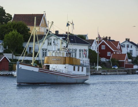 Bokbysjef Solveig Røvik ville ikke hatt noe i mot å bruke treskøyta M/S Søgne som bokbåt under trebåtfestivalen i Risør.