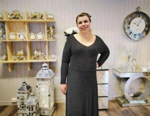 FØLGER DRØMMEN: Tea følger drømmen og har startet interiørbutikk i Nore.