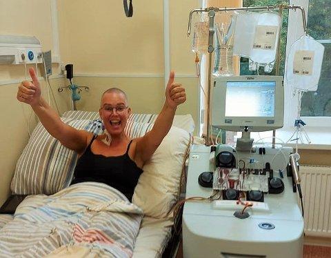 BEHANDLES: Da har Dr F. satt på maskinen som skal høste ut stamceller, sier Nina Avis Mathisen Revheim direkte fra Moskva..