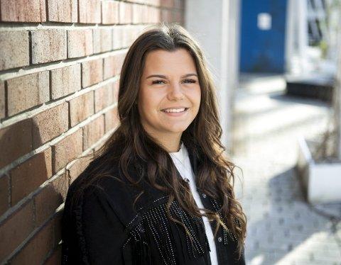 Silje Haugland Sleire er født og oppvokst på Lindås. Nå er hun i                Oslo og følger drømmen om å vinne årets sesong av «Idol». Det opp til publikum å bestemme om bergenseren går videre i konkurransen. Foto: Anders kjølen