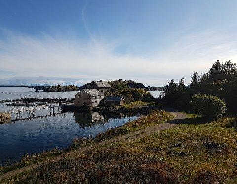 IDYLLISK: Dette feriestedet på Henningsvær i Lofoten er det dyreste stedet på listen vår over hytter/ferieboliger. For å leie hele sulamitten må du ut med rundt 65.000 kroner i uken.