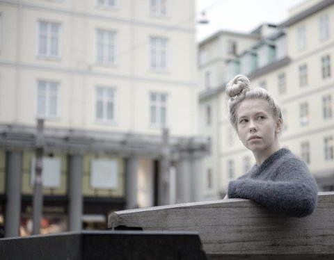 Ragnhild Yndestad er klar for å debutere med egen bok på sin egen 18-årsdag.
