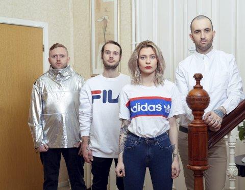 Sigurd Haakaas, Simon Oliver Økland, Karina Ljone og Yngve Andersen utgjør Blood Command.              På fredag kommer bandets tredje albumutgivelse.