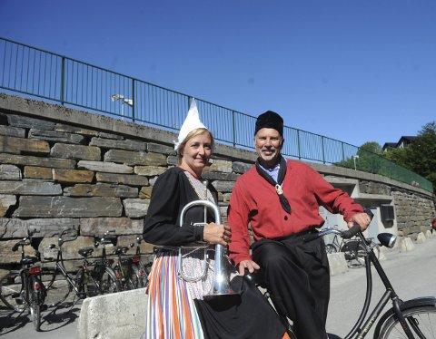 Nederlandske sykler: Fokku Tolsma (t.h.) og Geppie Niewland er med i det nederlandske sykkelkorpset Bicycle           band Crescende. Tolsma og Niewlands far er blant grunnleggerne av korpset.Foto: Kristoffer Westergaard