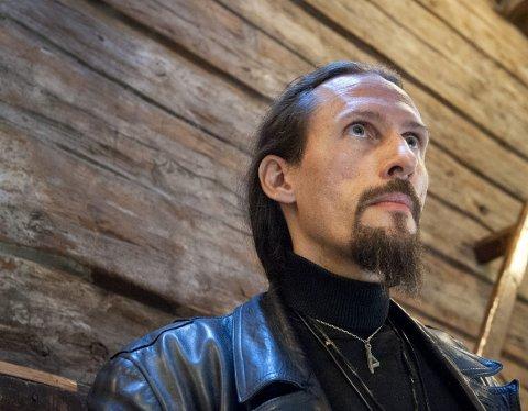 Renessansemannen: Kristian Eivind Espedal, også kjent som black metal vokalist, har startet et galleri på Bryggen. Egentlig skulle han vente til fylte 70, men da anledningen bød seg kunne han ikke si nei.foto: Kristoffer westergaard