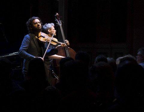 Gjermund Larsen og hans trio var en av innslagene under jubileumskonserten til Columbi Egg på Logen lørdag kveld.
