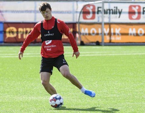 Mathias Rasmussen (23) blir fortalt at han må bedre sin fysiske form for å få spille. Selv mener han at det er kamptrening han mangler.
