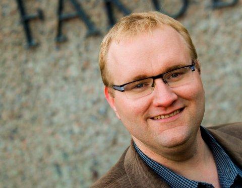 UENIG MED HELGHEIM OM SAMARBEID: – Det var en høyst original analyse. Sp kan selvfølgelig gå til høyre, men både nasjonalt og lokalt så har de nok fått en del tradisjonelle Ap-velgere «til låns» som vil bli skuffet om partiet velger å samarbeide den veien, mener samfunnsviter Dag Einar Thorsen, ved Universitetet i Sørøst-Norge.