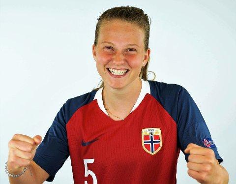FLORØSPELAR: Trent av Rune Hovland i Florø Fotball, toppsereiespelar og utanlandsproff og i dag kan Elise Isolde bli cupmeister i Sverige.