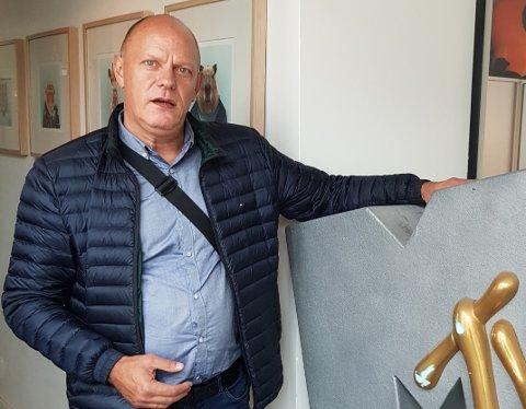 MASSIVT NEDSNAKK: – Det er jo en kjempestor privat skittentøyvask med veldig stygge kommentarer og karakteristikker som jeg ser dominerer debattene i sosiale medier slik som Facebook. Her er det en hel kommune som hele tiden snakkes ned, sier Geir Reiersen. Han har fulgt med på utviklingen i Narvik i mange år.