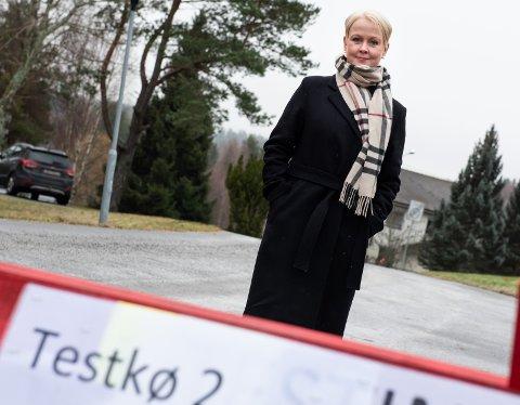 INNSE ALVORET: – Jeg håper dødsfallene og smitteomfanget får deltakere og miljøet til å innse alvoret. Selv om de ikke tror på det, sier kommuneoverlege Marthe Bergli i Jevnaker.