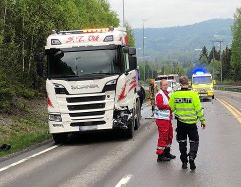 ALVORLIG ULYKKE: En ung gutt omkom da mopeden han kjørte kolliderte med en lastebil som var på veg nordover opp Lygnabakka.
