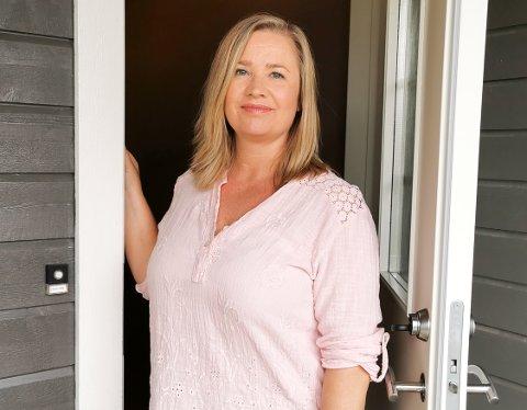 ÅPEN: Nina Larsson fra Harestua forteller om sykdommen, og gir økonomiske sparetips.