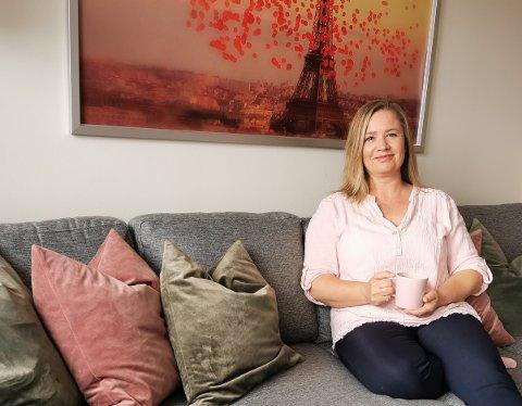 SER FRAMOVER: - Det er fint om historien min kan hjelpe andre som går gjennom en vanskelig periode, sier Nina Larsson.