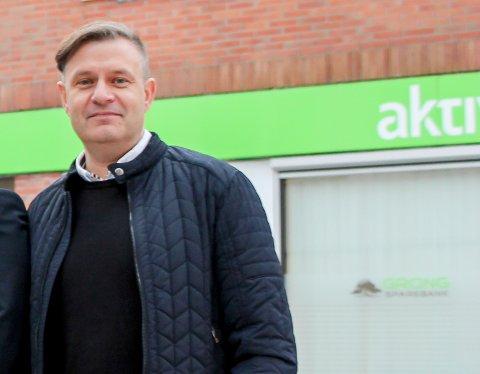 Fredrik Hagen i Grong sparebank kan bekrefte at mange nye kunder har funnet veien til deres bank.
