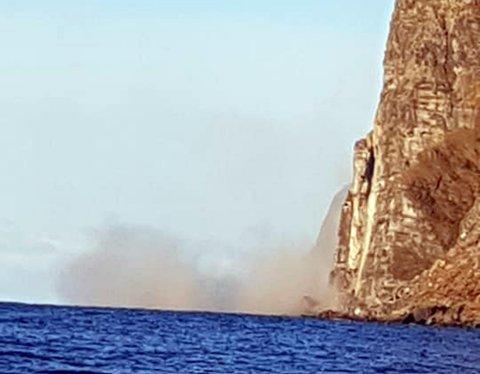 RAS: Støvskyen sto da Holberget raste ut i havet.