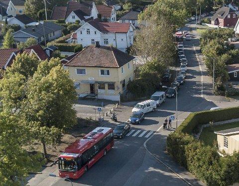 Kø: Trafikkproblemene kan bli omfattende, Kjell Kåsin synes det bør iverksettes tiltak.