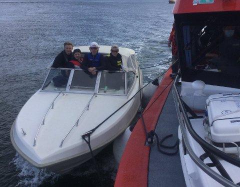 REDNINGGSAKSJON: Elias kom til utsetning da denne båten fikk motorstopp