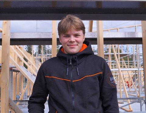 NY LINJE: For Ole Norheim Sjaastad (16) har planen alltid vært å bli snekker. Nå ser han frem til å begynne på ny tømrerlinje til høsten.