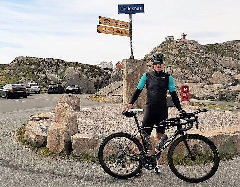 REKORD?: Søndag formiddag la Erlend Sundstrøm ut på den 2500 kilometer lange turen.