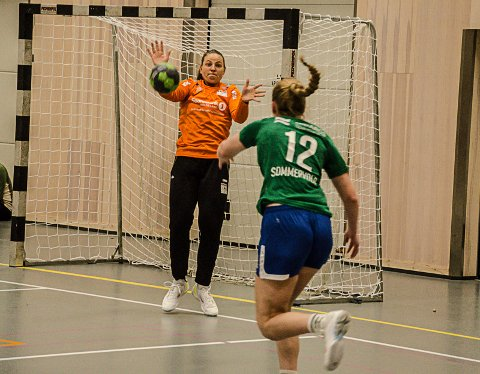 Amalie Fjellheim stod i mål for Rana HK/B&Y IL mot Klæbu søndag. Hun viste at laget ikke behøver å bekymre seg for keeperrollen. Foto: Trond Isaksen