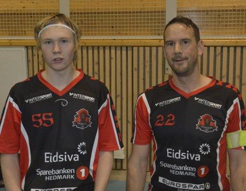 Neste generasjon: Talentet Jonas Skåden sammen med spillende trener og kaptein, Richard Alfstad.Foto: Petter Sand