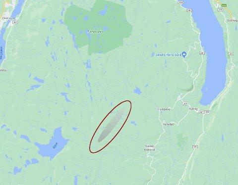 LIGGER TROLIG HER: Norsk meteornettverk mener meteoritten ligger mellom Gjevlekollen og Neverkollen.