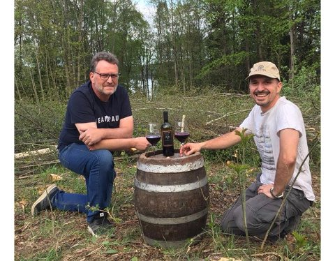 TIL TOPPS: Rune Eriksen og Danilo Costamagna gikk til topps og vant gull for Norges beste rødvin under årets vinskue i Oslo.