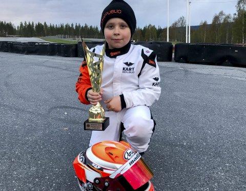 ANDREPLASS: Filip Solberg fra Spydeberg følger i gudfar Petter Solbergs fotspor og satser på motorsport. 9-åringen ble i helgen nummer to et stort løp på Sigdal.      ALLE FOTO: PRIVAT