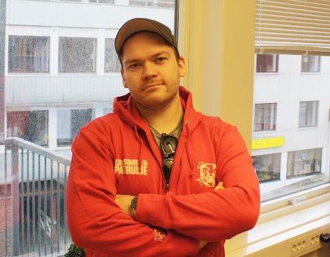 LOs Ungdomssekretær i Møre og Romsdal Kent Logan Jelle og hans vaktbikkjer er klare for nok en patruljerende sommer i Møre og Romsdal.