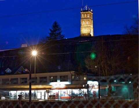 MAGISK KVELD: Den siste fredagen i oktober vil Slottsfjellet vise seg fra en side noen neppe har opplevd tidligere.