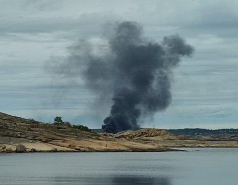 Det brant kraftig i båten som lå fortøyd på Stauper i Tønsbergfjorden onsdag.