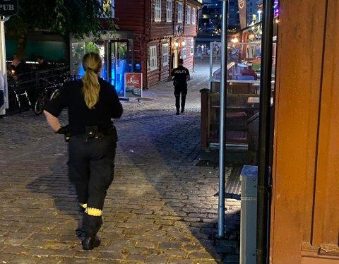 PÅ OPPDRAG: Politiet har fått mange meldinger om festbråk i natt.