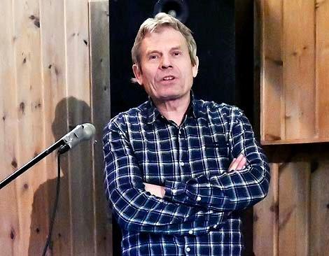 Arne Nævra hadde publikum med seg i sin fortelling.