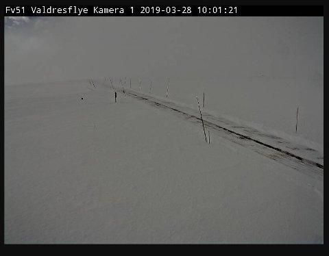 Webkamera: Statens vegvesen har webkamera på Valdresflye. Vi ser at det er lite snø på toppen og at brøytemannskapet har vore der.