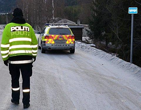 Politikontroll: Som normalt ble mange tatt i fartskontroll i Begnadalen. Her fra et annet sted i Valdres.