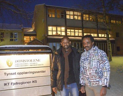 Flyktninger: Teame og Simon er to av flyktningene Tynset kommune har bosatt det siste året, og som er en del av introduksjonsprogrammet ved Tynset opplæringssenter.                                                                                                                      FOTO: Eirik Røe
