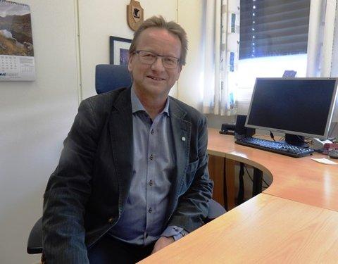 Leit: Ordfører Gisle Hansen hadde nok et krisemøte i kommunen mandag kveld. Nå venter de spent på nye prøvesvar.