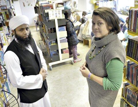 SP-politiker Laila Melkevoll og imam ved koranskolen på Landås, Badar Muneer vil ikke miste biblioteket sitt. De kommer til å kjempe for å beholde filialen.