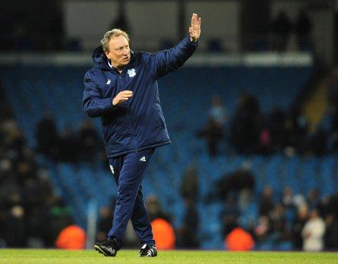 Neil Warnock og hans Cardiff trenger en trepoenger lørdag.  (AP Photo/Rui Vieira)