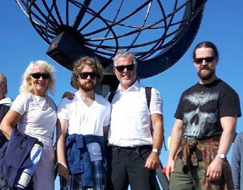 Grete Skjold Borge (f.v.) med yngstesønn Erlend, ektemann Tor og eldstesønn Tor Erik på Nordkapp.
